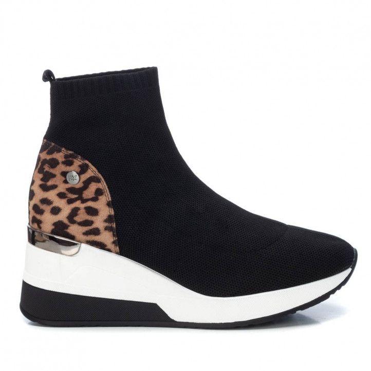 Zapatillas deportivas Xti negras abotinadas con detalle en animal print y cuña - Querol online